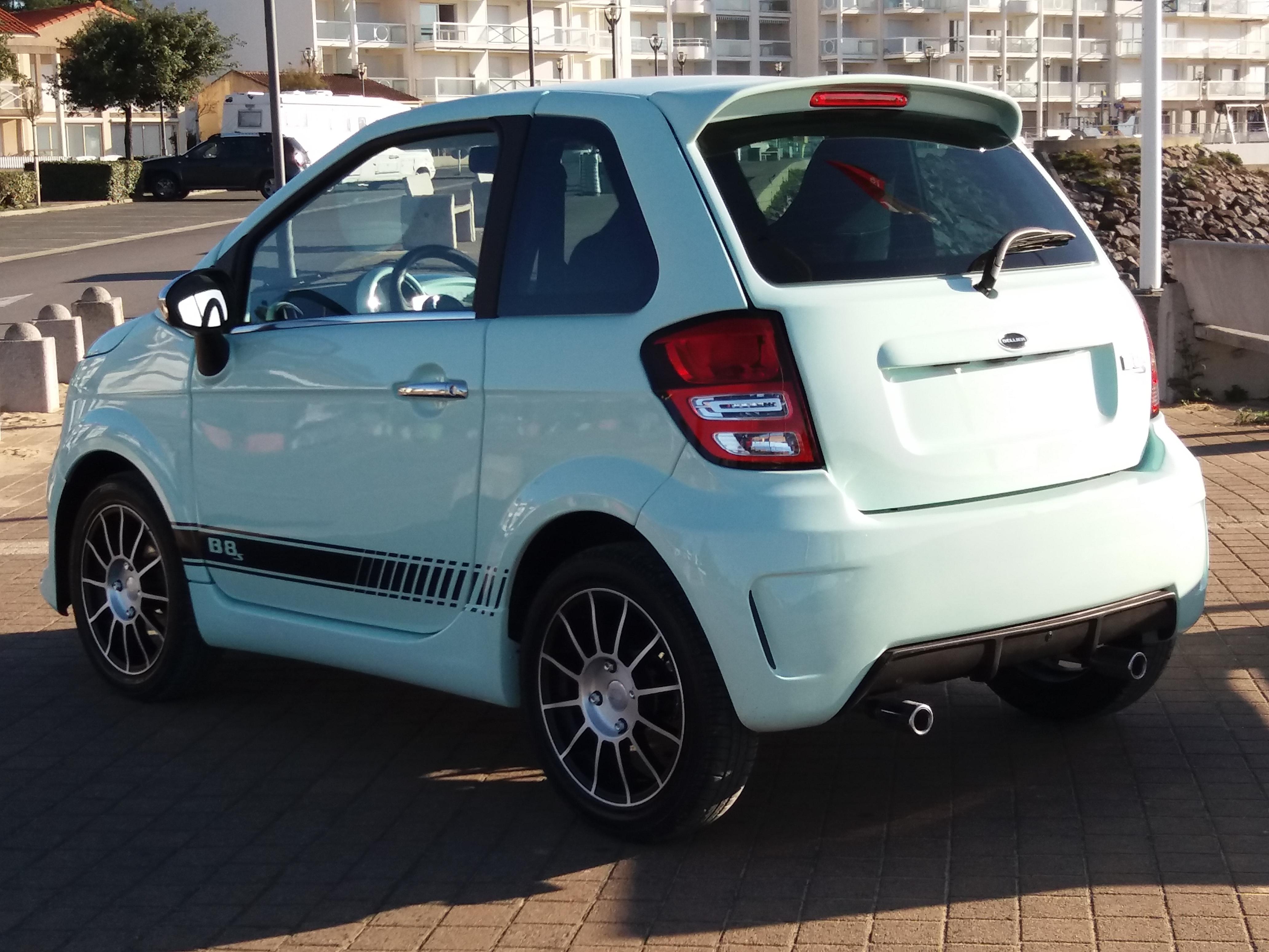 B8 Sport vue arrière voiture sans permis